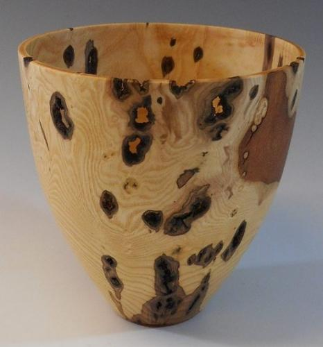 06 Ash canker bowl cut from end grain